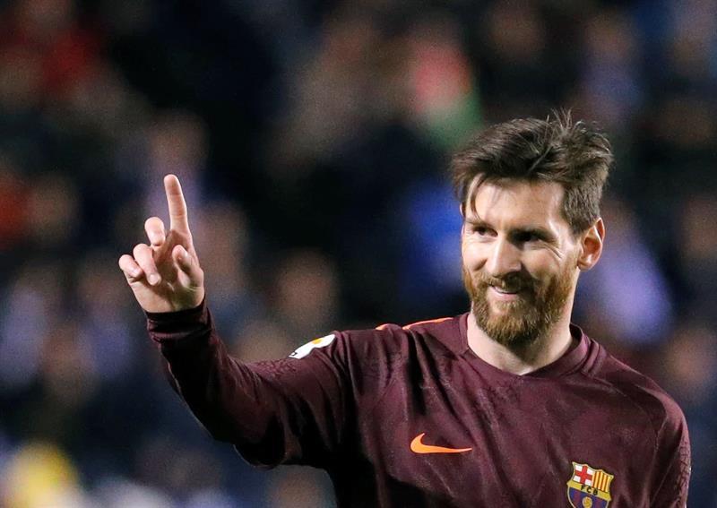 Messi se pone líder con su triplete al Deportivo Coruña .jpg
