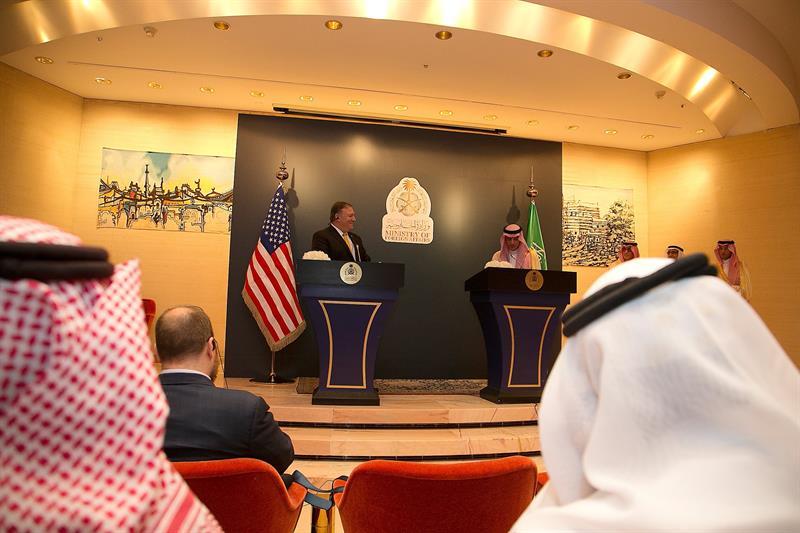 Jameneí urge a EEUU a salir de Oriente Medio y le avisa contra atacar a Irán .jpg