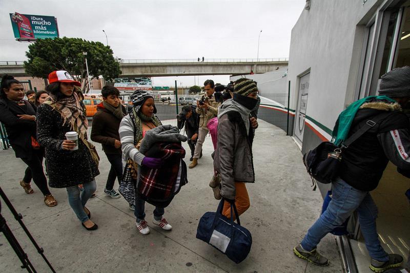 Agentes de EE.UU. han atendido a más de 150 miembros de la caravana que pide asilo .jpg