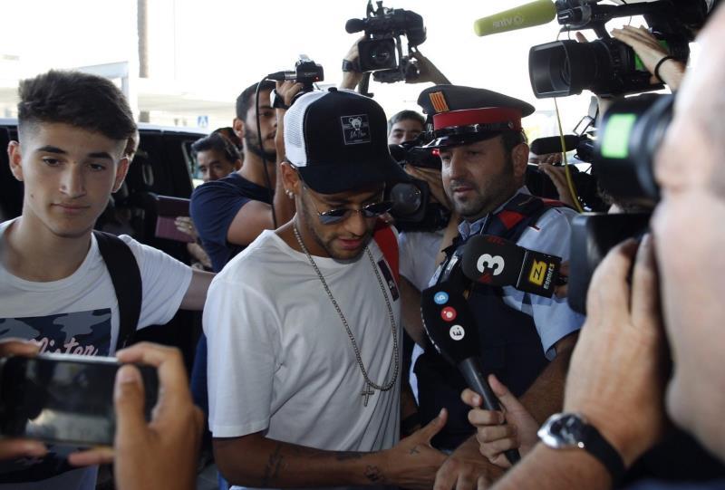 Neymar aterriza en París, donde afrontará la recta final de su preparación .jpg
