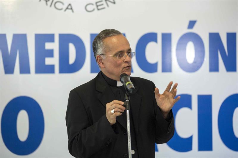 obispo Silvio Báez.jpg