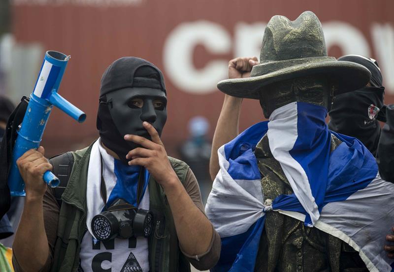 Gobiernos centroamericanos buscan salida a camioneros varados en Nicaragua .jpg