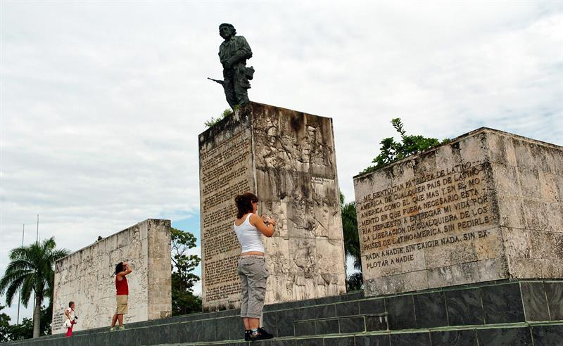 mausoleo del Che Guevara en Cuba.jpg