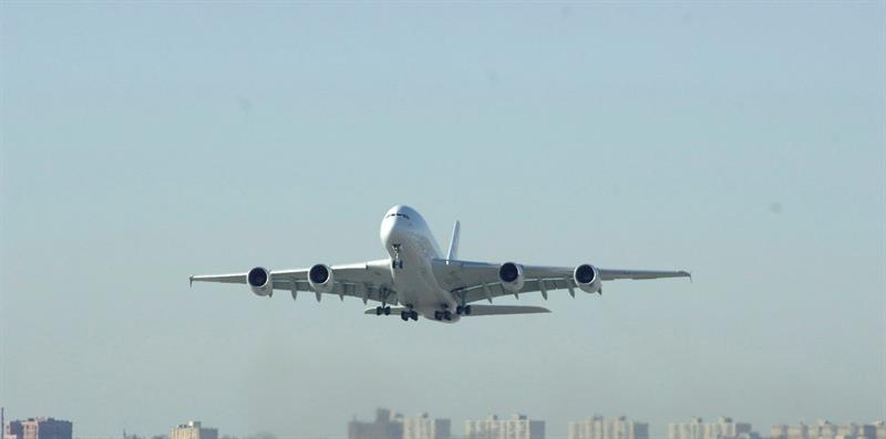"""ALTA se instala en Panamá para impulsar el crecimiento de la industria de la aviación ALTA recordó que en América Latina y El Caribe la industria de la aviación """"genera 806.000 empleos directos y 5,2 millones de empleos indirectos cada año, y que """"como pilar del sector de viajes y turismo, la industria aporta 167.000 millones de dólares al producto interno bruto de la región""""."""