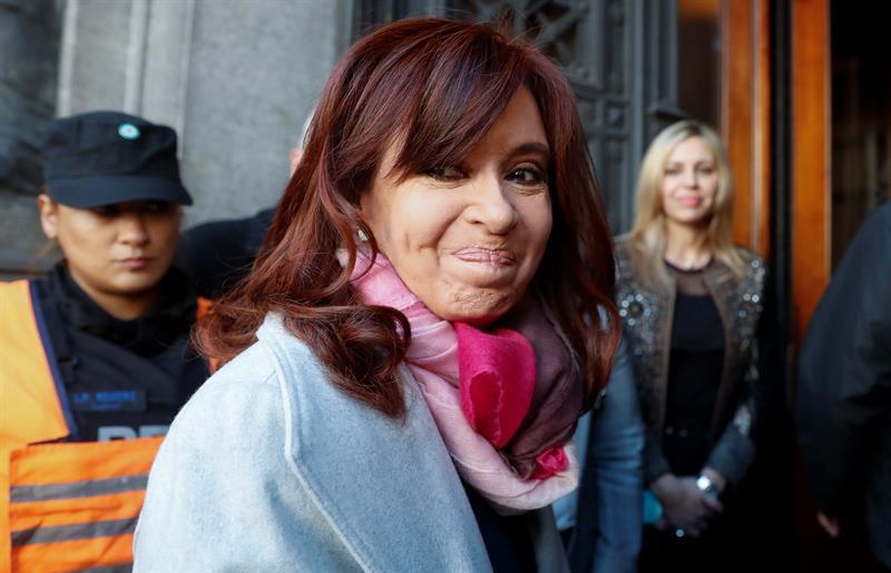 La expresidenta y actual senadora Cristina Fernández llega el pasado miércoles 22 de agosto de 2018, al Senado en Buenos Aires (Argentina).