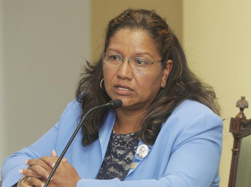 En la imagen, la viceministra para los salvadoreños en el Exterior, Liduvina Magarín.