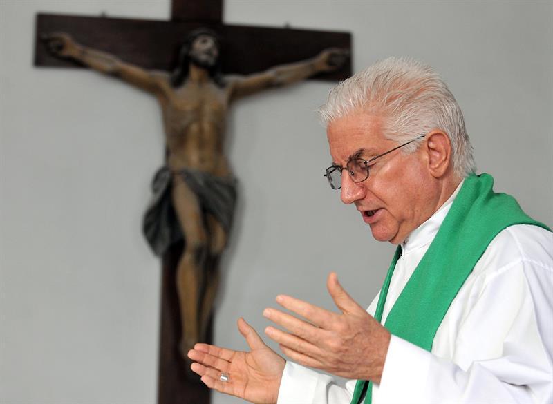 En la imagen, el arzobispo de Santiago de Cuba, Dionisio García