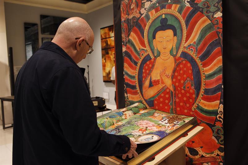 Murales del Tíbet, libro que preserva el arte del techo del mundo .jpg