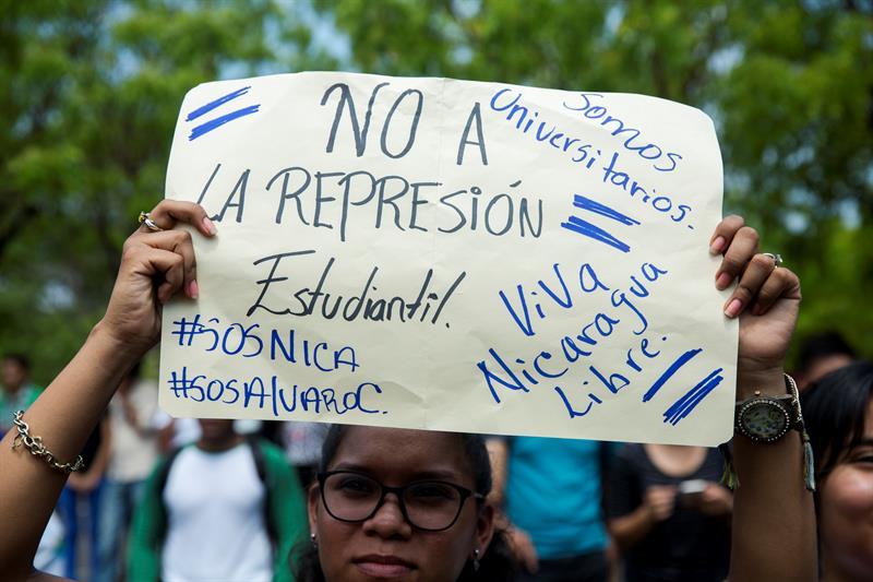 La población estudiantil de Nicaragua, incluidos estudiantes de la UNAN, están entre las mayores víctimas de la crisis, ya que decenas de ellos han muerto, fueron arrestados o sus matrículas canceladas luego de que participaron en protestas contra el Gobierno, según el Movimiento Estudiantil 19 de Abril.