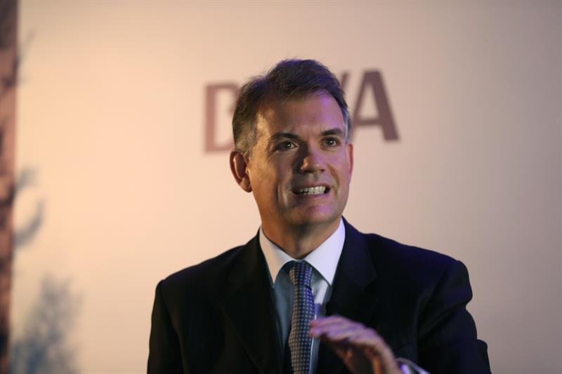 """El economista jefe de BBVA Research para América del Sur, Juan Ruiz, habla durante la charla """"América Latina en el entorno global"""" que tuvo lugar en Montevideo (Uruguay)."""