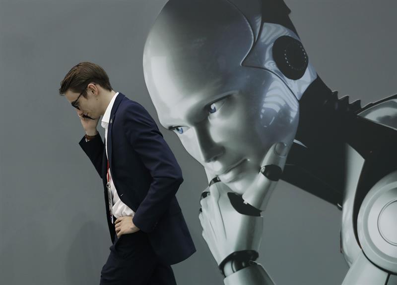 """El curso en español """"Inteligencia Artificial: cómo cubrir IA y entender su impacto en el periodismo"""" se desarrollará del 22 de octubre al 25 de noviembre y el curso en portugués del 5 de noviembre al 2 de diciembre."""