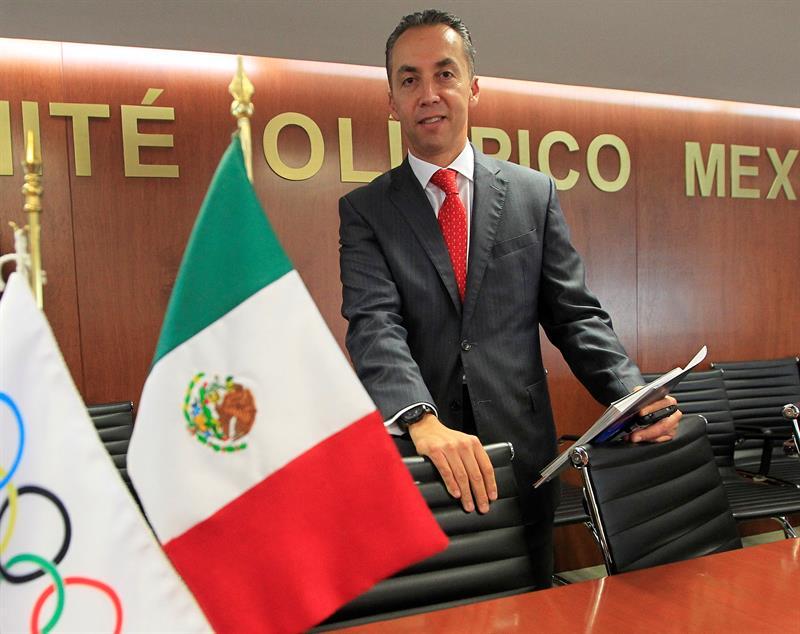 """El productor Alejandro Reyes posa durante la presentación del documental """"Los Juegos Olímpicos de México 68, Memorias Imborrables"""" en Ciudad de México (México)."""