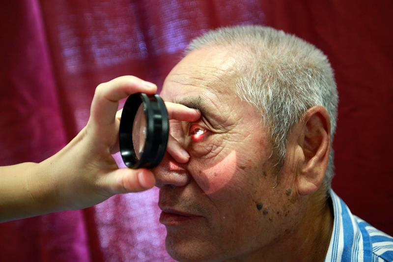 Corregir la vista cansada es posible gracias a unas gafas multifocales que permiten mejorar la visión sin necesidad de armazones ni cirugía, explicó [] el optometrista mexicano José Luis Monroy.
