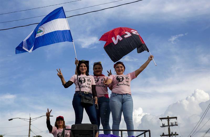 """""""Anunciamos que la marcha convocada para el día de 7 de octubre se reprograma"""", indicó esa alianza opositora en una declaración."""