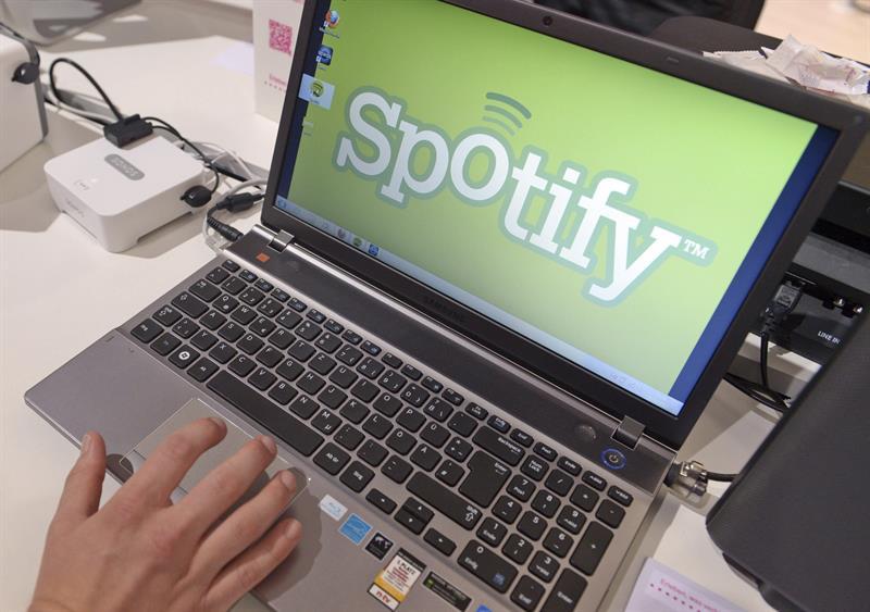 Huérfana de ideas, la otrora floreciente industria de la música grabada hacía aguas por los rigores de una piratería descarnada cuando en 2008 nació Spotify, salvavidas que en 10 años de existencia se ha revelado además como clave para su radical transformación