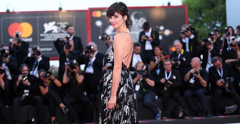 La actriz española Paz Vega posa durante un estreno.