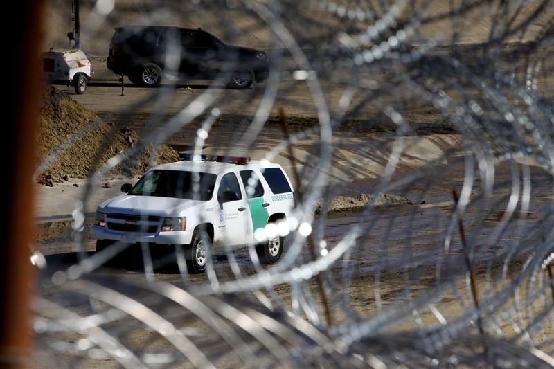 detained migrants.jpg