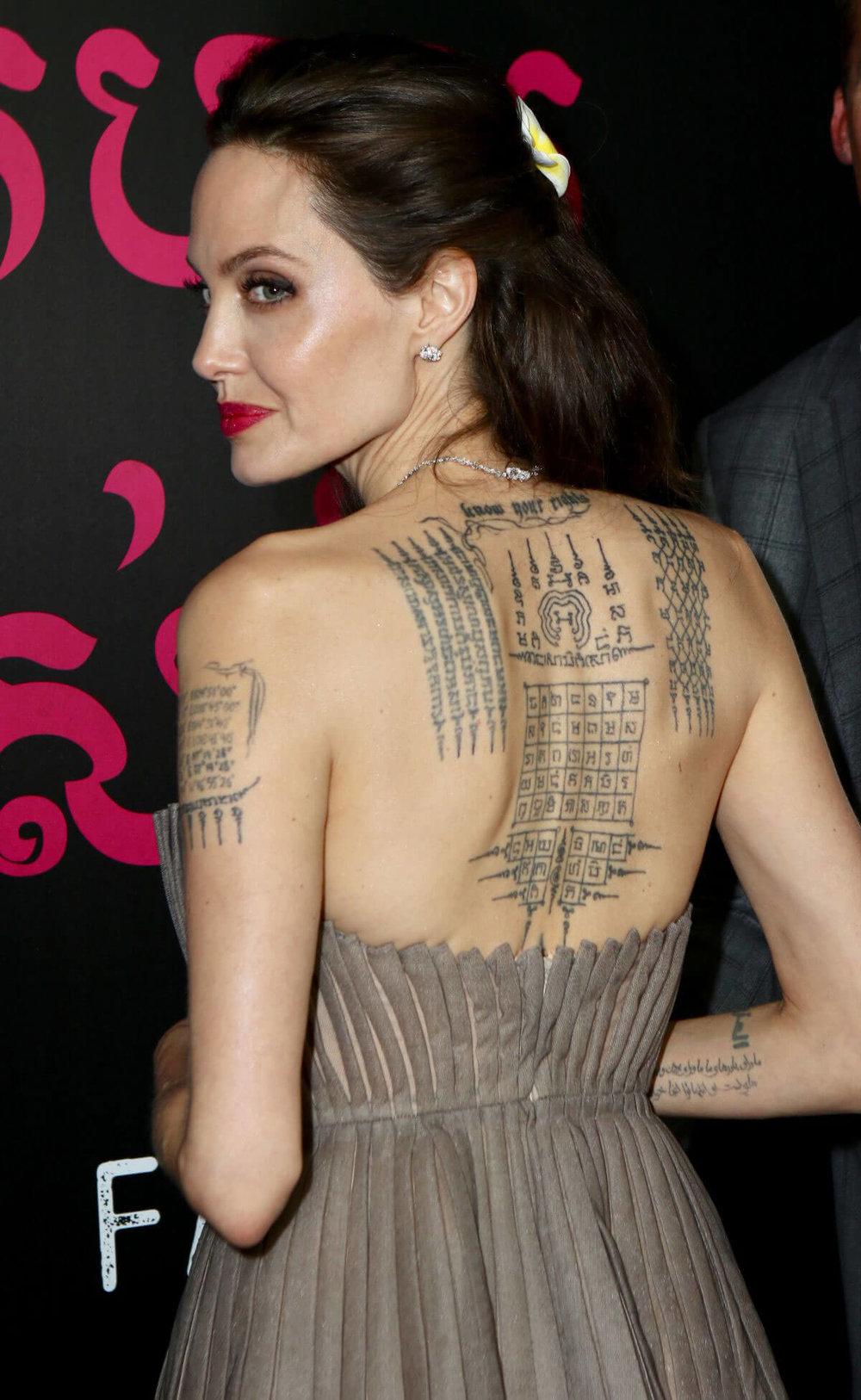 tatuaje sagrado - angelina-jolie.jpg