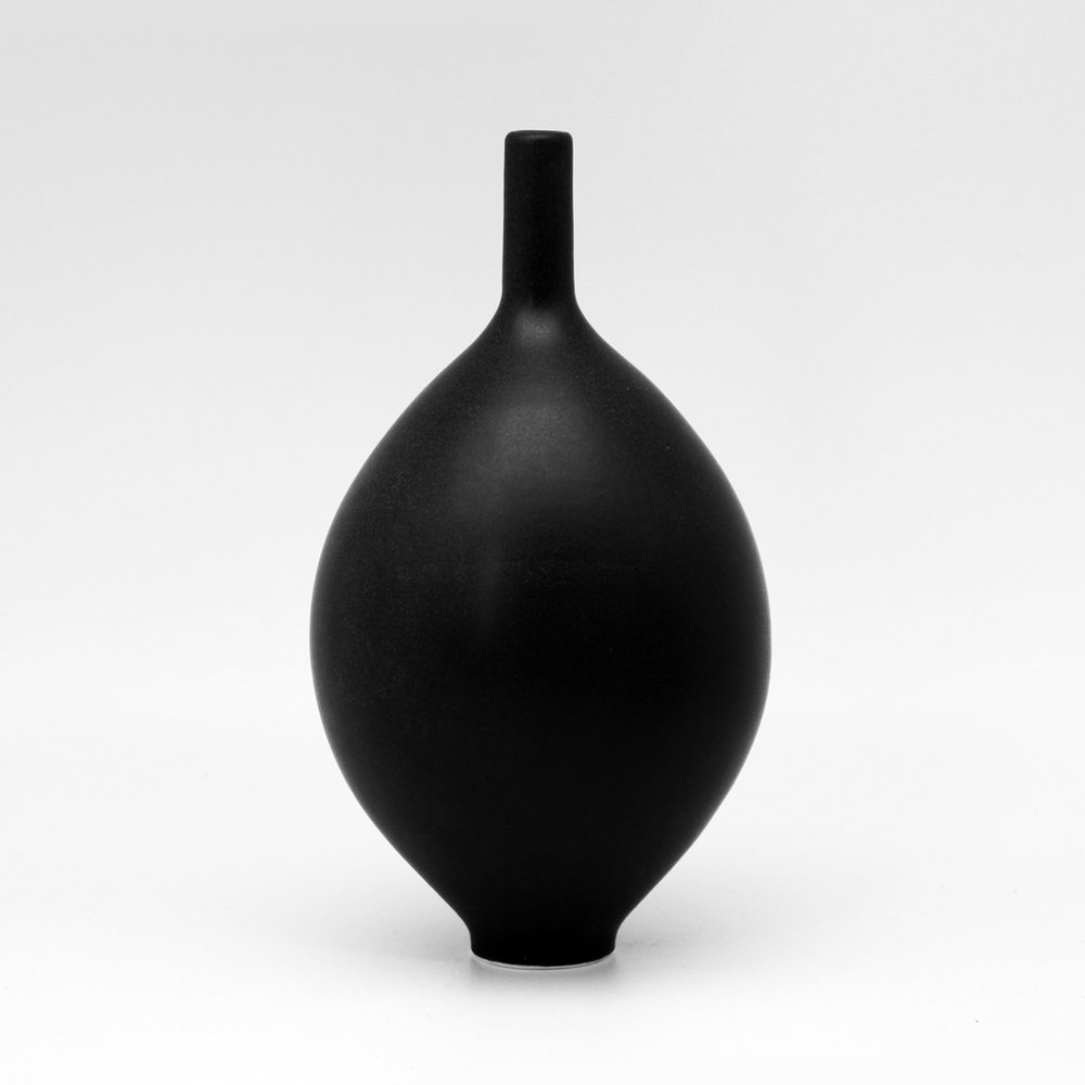 Black Teardrop Orb M