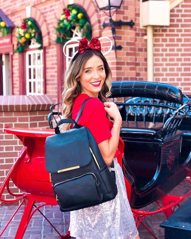 Santa Claus is coming to town 🎅🏼🎁 * * * Looking for affordable Disney gift ideas for Christmas? Check out my new blog post to see 15 Disney Gifts Under $40 like this cute backpack from @coofit ❤️ Click the link in my bio to check out the gift suggestions!😊 * * * * What's on your Christmas wish list? * * * * * * * * * #christmas #christmasgifts #christmasgifts #mvmcp #mickeysverymerrychristmasparty #magickingdom #disneyland #disneylife #disneylifestyler #disneylove #disneyphoto #orlando #styledbymagic #dressedindisney #disneystyle #waltdisneyworld #disneyworld #wdw  #disneyinsta #disneyblogger #disneyblog #disneygram #disneycommunity #instadisney #disneyinstagram #santaclaus #blogger #lifestyleblogger