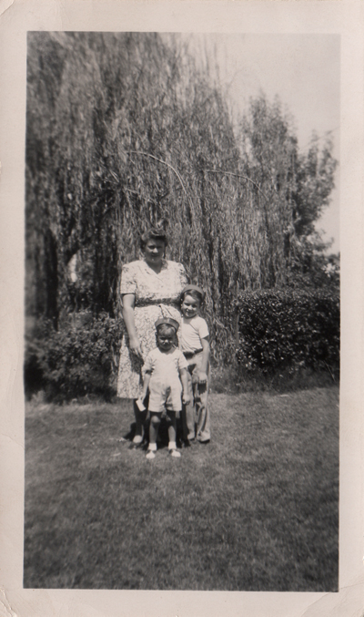 NELLIE BEARDEN With SONS JAMES PATRICK & DAVID OMER, 1947