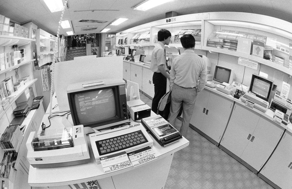 japan-computer-electronics-store-1982.jpg