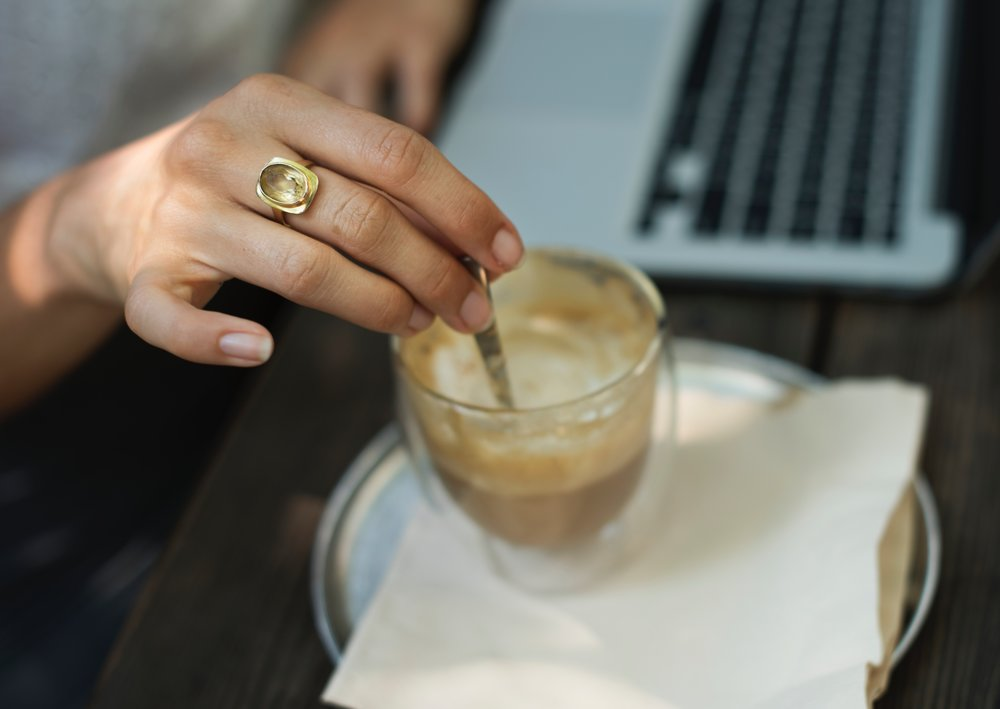 laptop-blogger-coffee