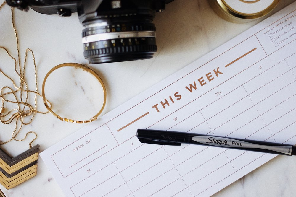 weekly-planner-camera-dslr-office