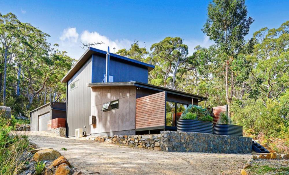 Tasmania: Tassie oak floors and a hawt tin roof