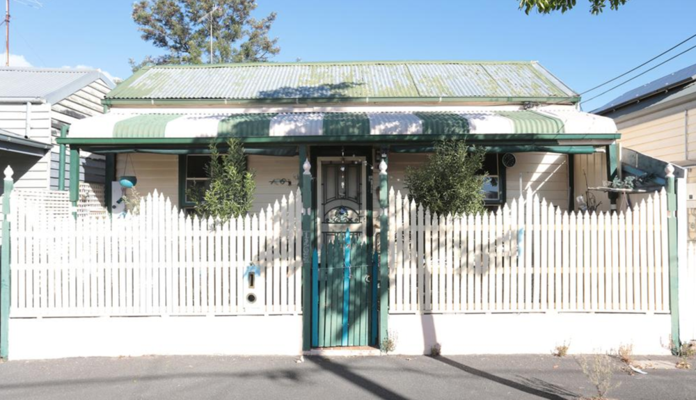 Port Melbourne: don't let the junk fool put you off, this is a 'bargain'