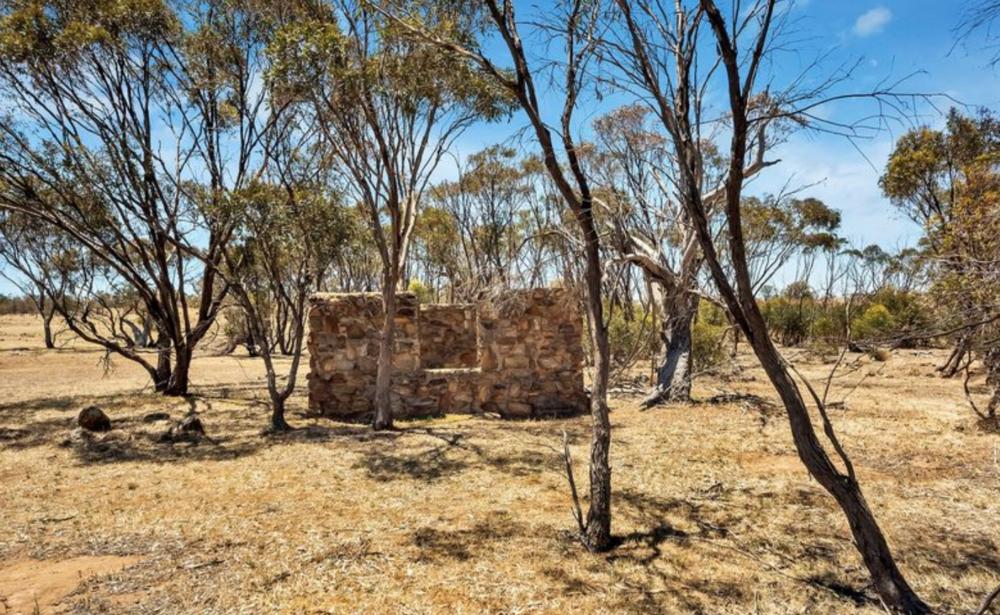 Keyneton, SA.:hell yeah, historic stone ruin