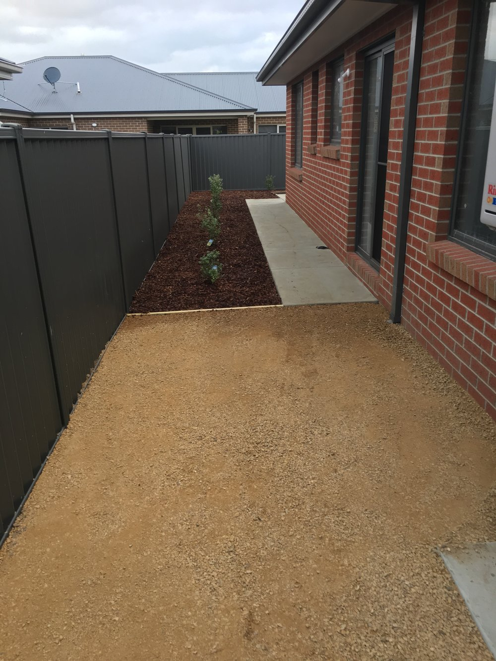 Tuscan toppings area and mulched garden bed with timber edging