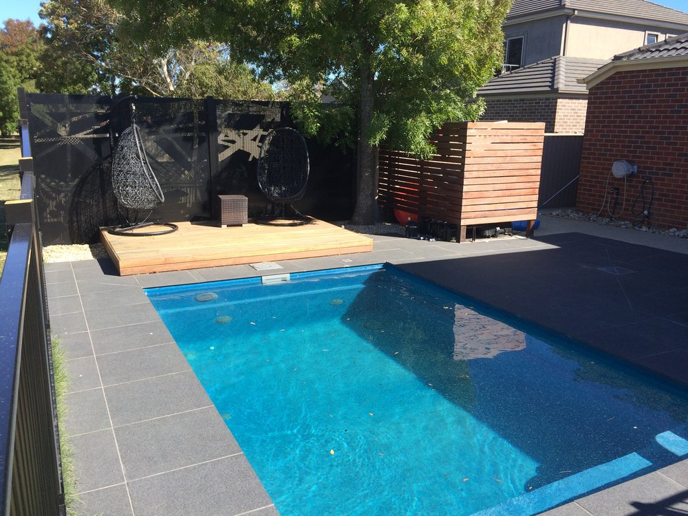 Deck, paving and timber screen
