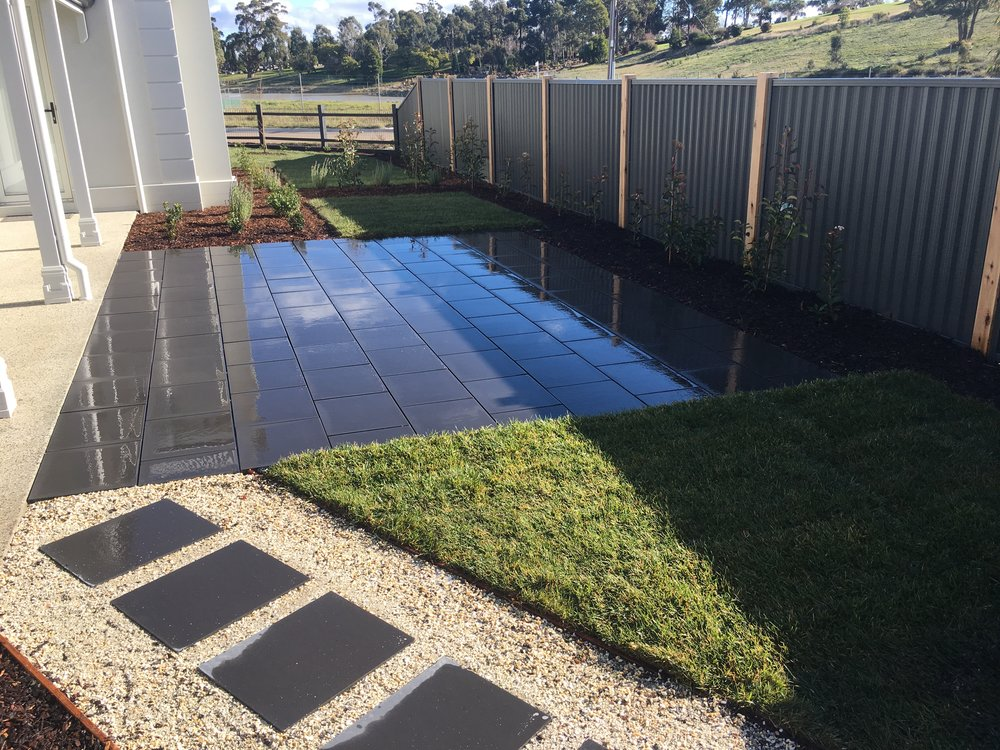 Stepping pavers with pebble infill, instant turf and paved area in stretcher bond style