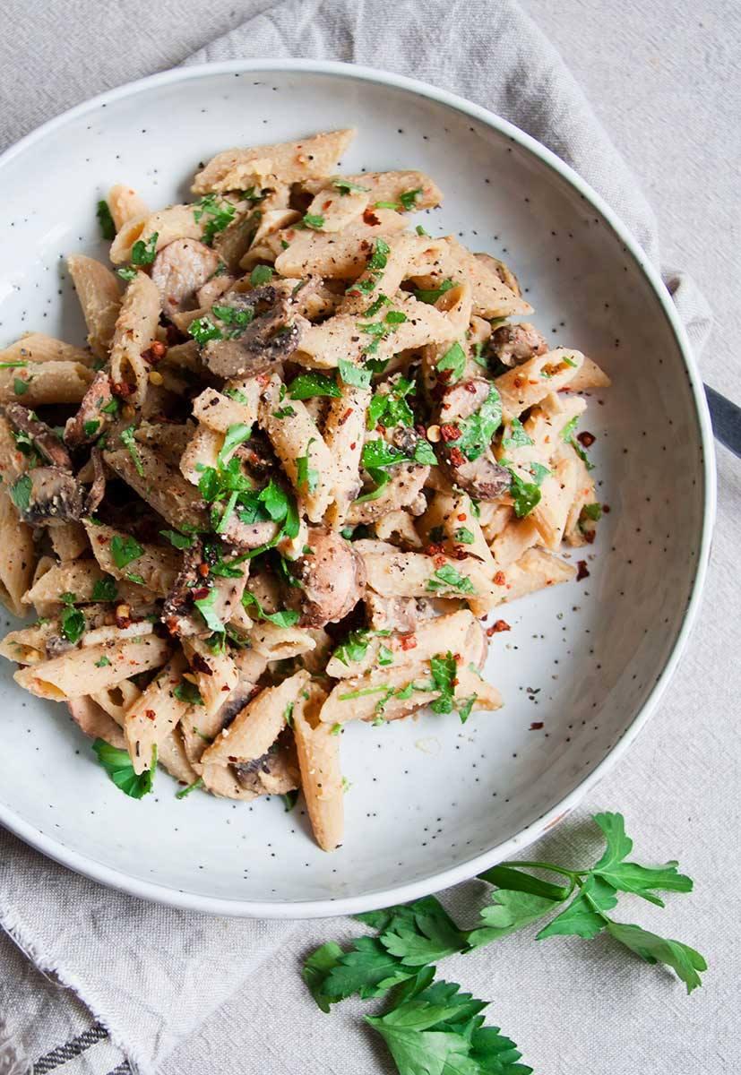 romige-pasta-penne-kastanjechampignons-vegan-whole-foods-vetvrij.jpg