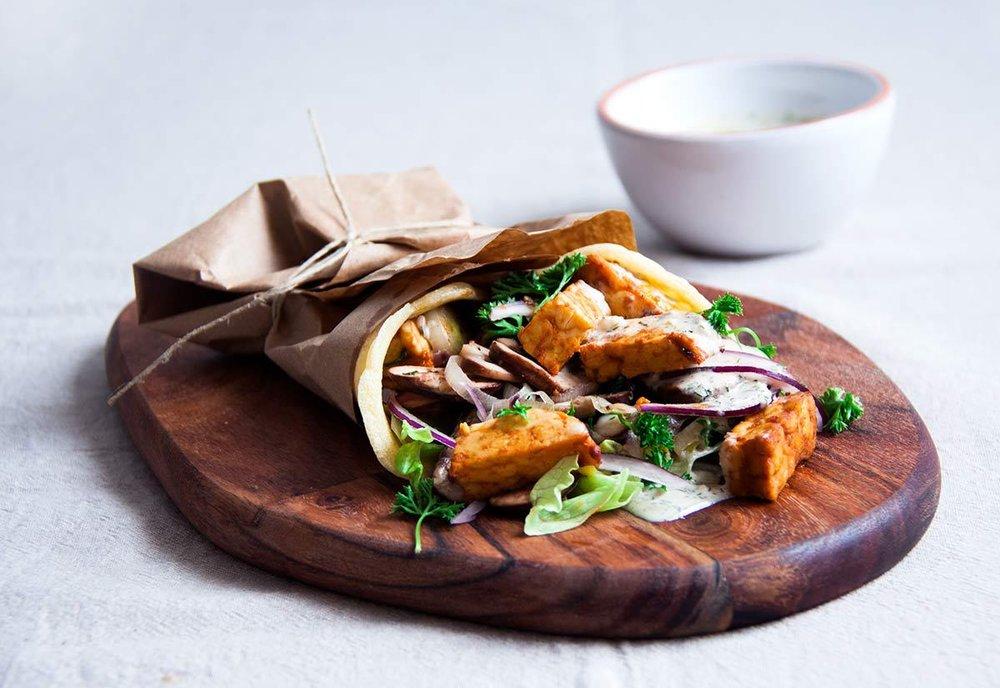 griekse-wrap-gemarineerde-tempeh-vegan-whole-foods-olievrij-01.jpg