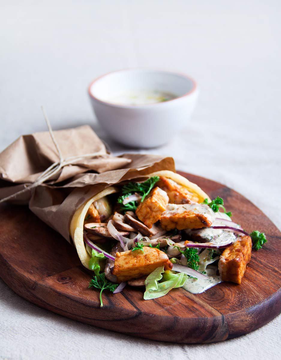 griekse-wrap-gemarineerde-tempeh-vegan-whole-foods-olievrij-03.jpg
