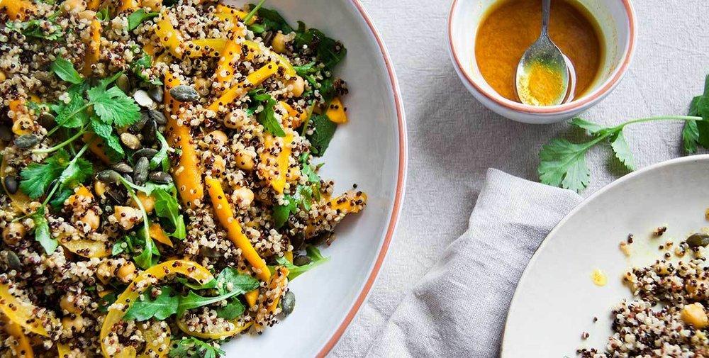 quinoasalade-pompoen-kurkumadressing-vegan-whole-foods-olievrij-glutenvrij-01.jpg
