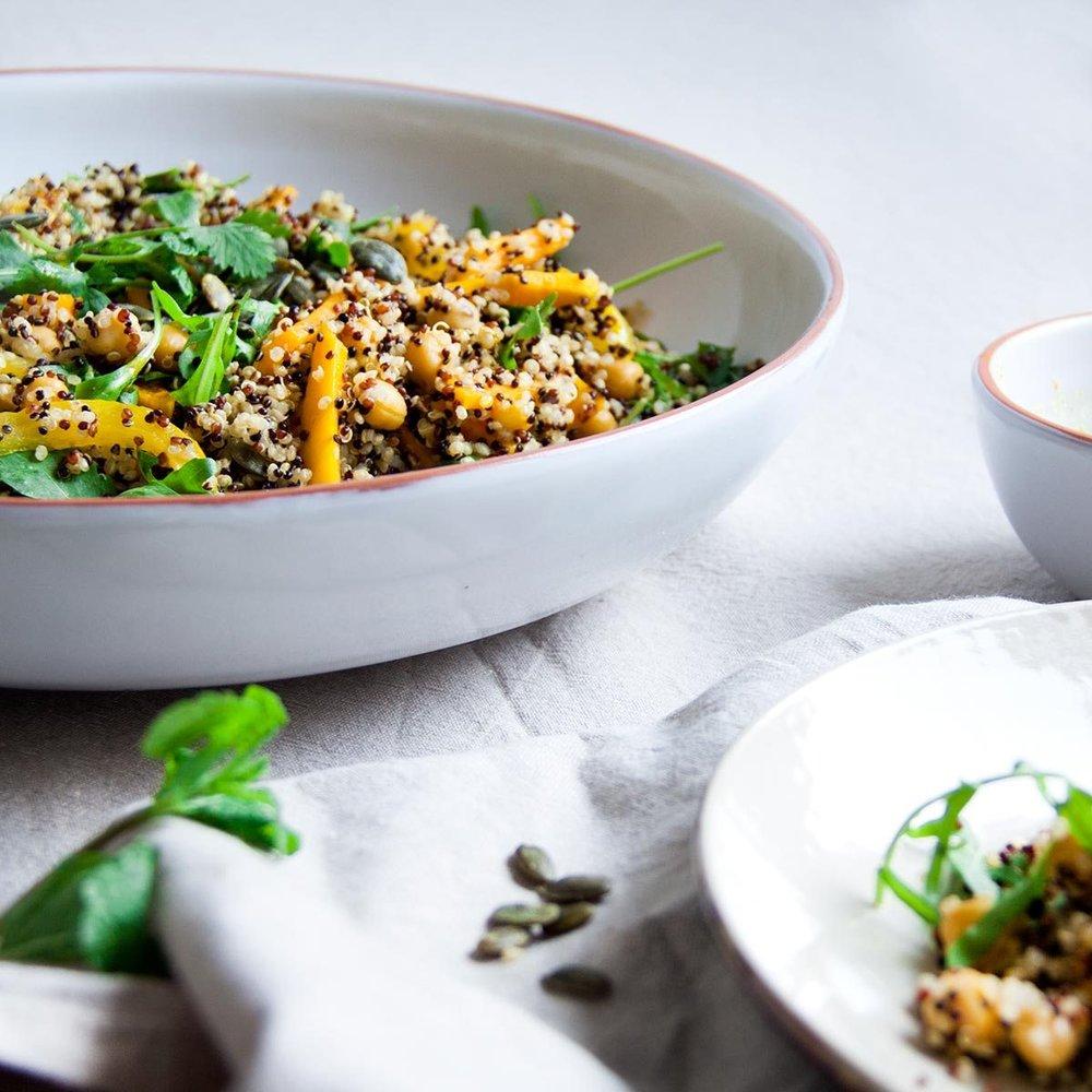quinoasalade-pompoen-kurkumadressing-vegan-whole-foods-olievrij-glutenvrij-03.jpg