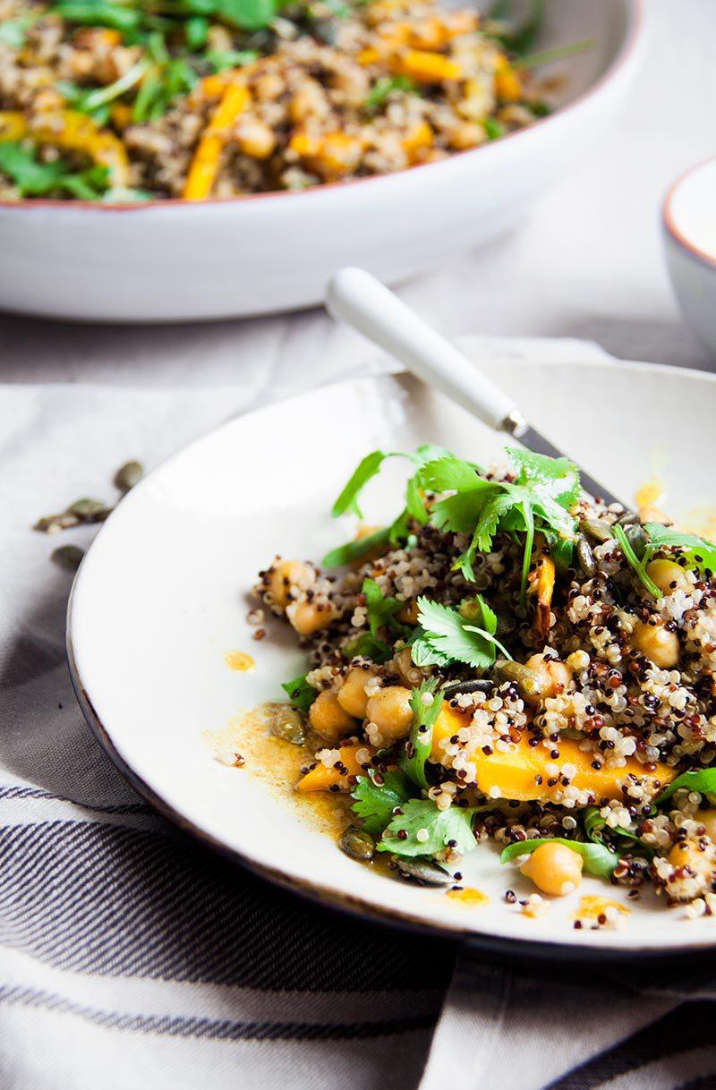 quinoasalade-pompoen-kurkumadressing-vegan-whole-foods-olievrij-glutenvrij-02.jpg
