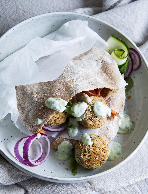 pitabrood-pestofalafel-vegan-whole-foods-olievrij-suikervrij-02.jpg