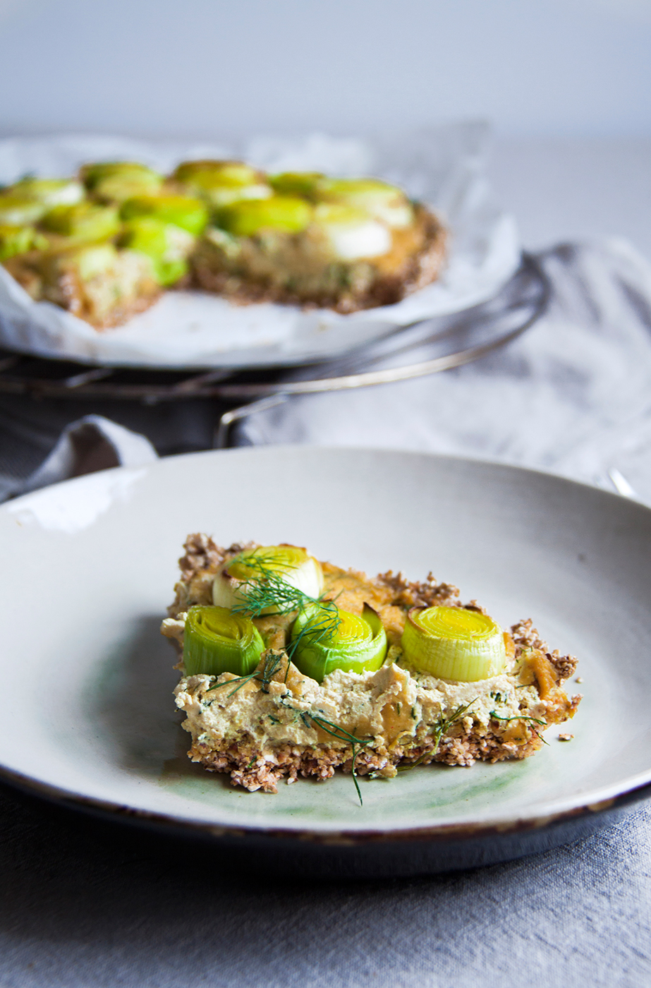 quiche-gebrande-prei-mosterd-dille-vegan-whole-foods-olievrij-02.jpg