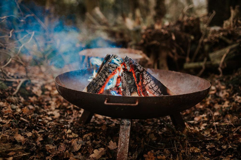 Stylizowana Sesja Ślubna w zimowym lesie AnnabellaPhotography, Fotograf ślubny Nysa (13).jpg