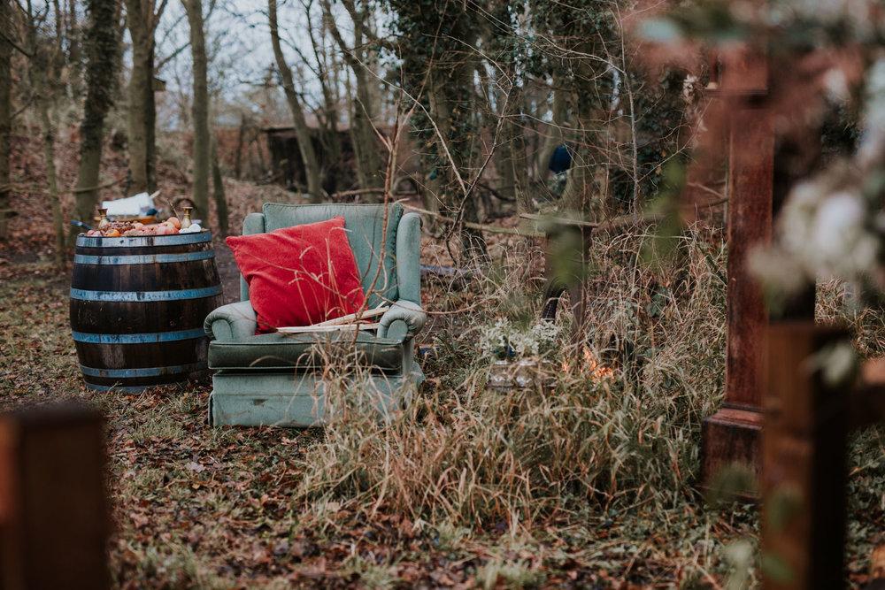 Stylizowana Sesja Ślubna w zimowym lesie AnnabellaPhotography, Fotograf ślubny Nysa (17).jpg