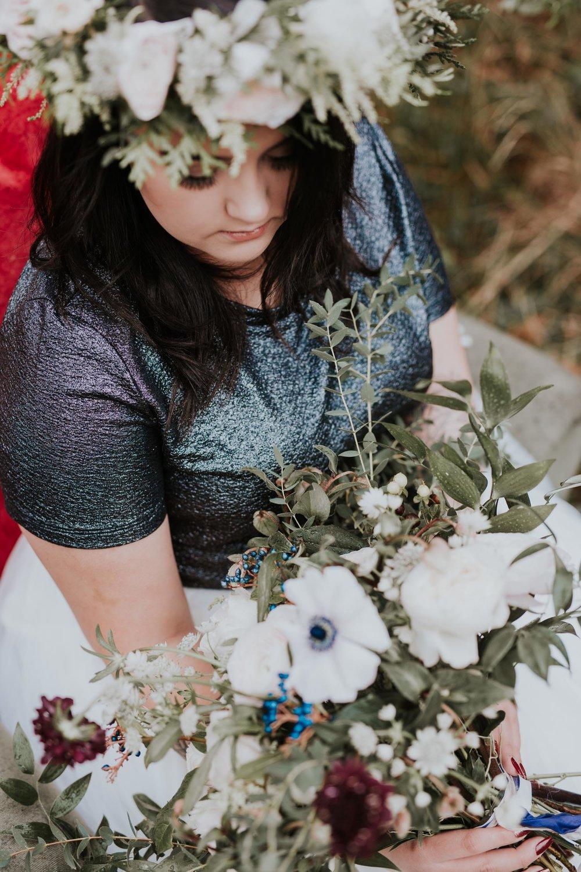 Stylizowana Sesja Ślubna w zimowym lesie AnnabellaPhotography, Fotograf ślubny Nysa (19).jpg