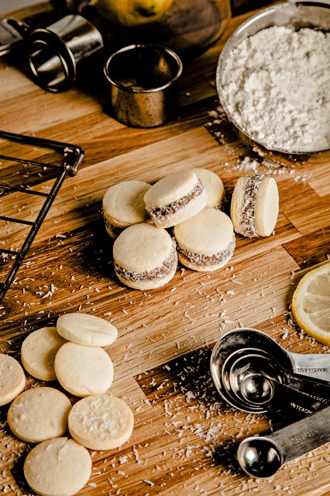 Onze filosofie: ambachtelijk en lekker - Bij Patagonias combineren wij het gezonde, het lekkere en het ambachtelijke, om jouw beleving plezierig en verantwoord te maken.Wij kiezen onze producten gebaseerd op kwaliteit en wij zien er op toe dat onze keuken voldoet aan alle eisen om volledige hygiene te garanderen.Ons ijs wordt gemaakt om meer te zijn dan een smaak met calorieen. Onze recepten zijn ontwikkeld met gezondheid in gedachten, daarom maken wij onze producten met basis grondstoffen, zonder kleur, geur en smaakstoffen.Smaken die deze toevoegingen vereisen zult u daarom niet bij ons aantreffen. (evt: lees meer over de ingredienten)