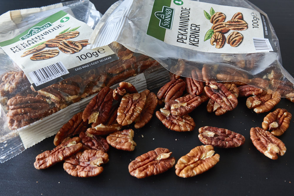 Perfect Pecan Pie - sorting out the whole pecans from the broken ones | In Carina's Kitchen