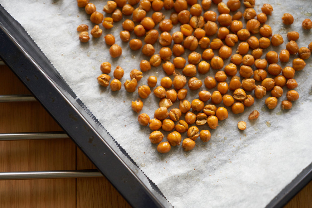 How to Roast Chickpeas - the chickpeas after roasting | In Carina's Kitchen