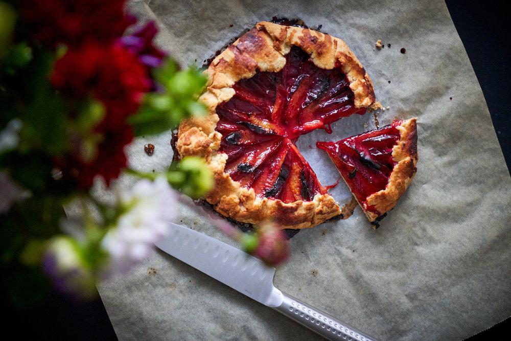 Sugar-free Peach Galette - also good as a plum galette | In Carina's Kitchen