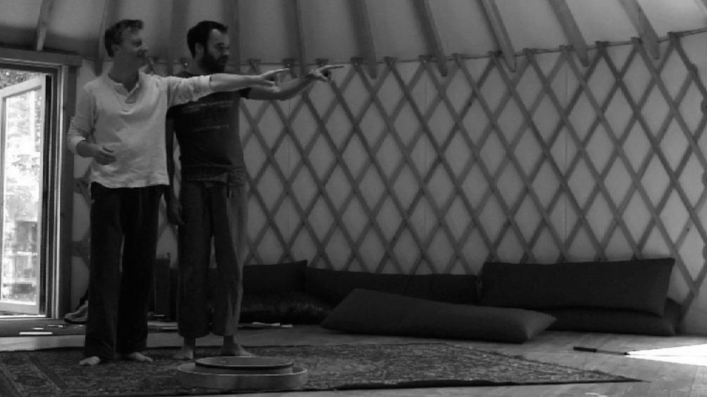Peredur in rehearsal Beyond the Border/La Maison du Conte